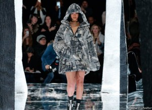 rihanna-walk-the-runway-at-new-york-fashion-week-for-puma